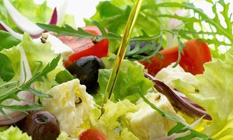Olivenöl in Salat