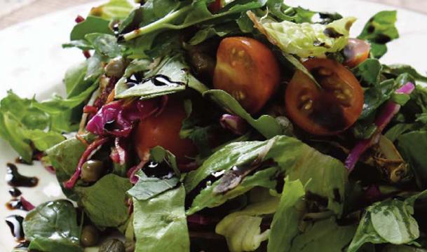 Salad with Balsamic Vinegar Cream