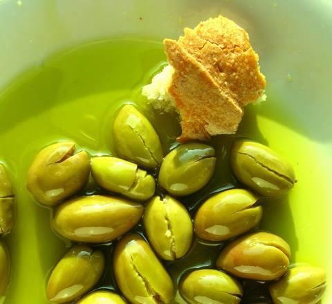 Grüne zerkleinerte Oliven